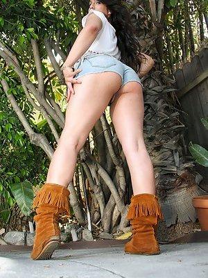 Ladyboy in Shorts Pics