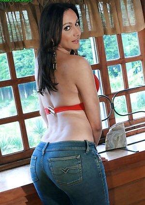 Ladyboy in Jeans Pics